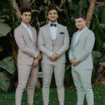 חתן עם האחים
